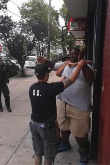 The racist peckerwood cop Daniel Pantaleo jumps Eric Garner from behind.