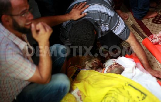 1405771779-abu-jarad-family-buries-8-young-relatives-killed-in-israeli-airstrike_5301852